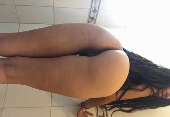 Colegiala chilena mostrando su chochito pelado