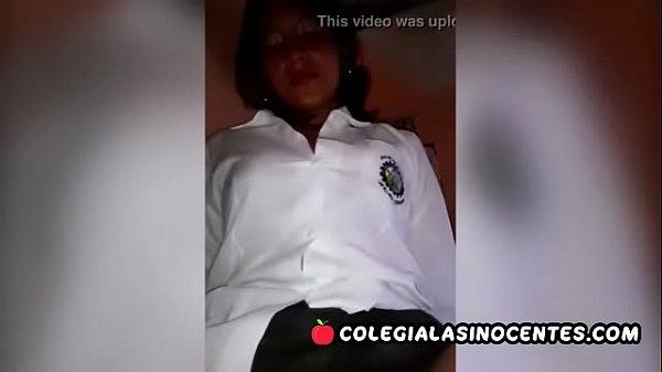 Colegiala ARGENTINA en uniforme follando