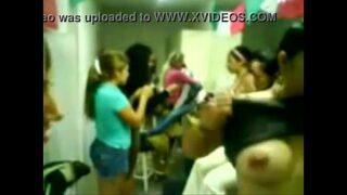 video perdido concurso de tetas y culo (orgullosamente UAGro 2002)